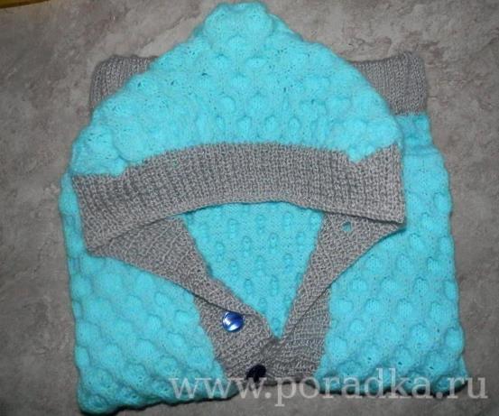 жилетка с капюшоном спицами