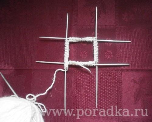распределить вязание на 4 спицах