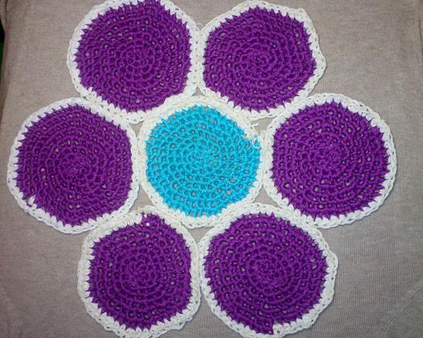 Вязание спицами круглых ковриков лепестками 35
