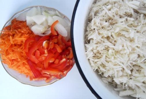 маринованная капуста с луком и перцем