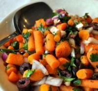 Морковно-луковый салат с маслинами по-корейски