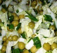 Салат из пекинской капусты и зеленого горошка